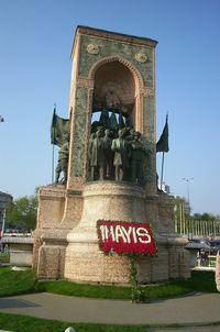 taksim monumento a la republica