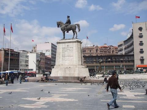 plaza-en-ankara.jpg